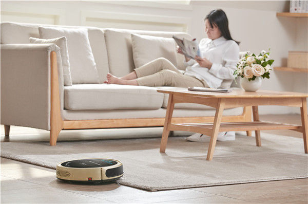 无线手持吸尘器和智能扫地机器人哪个更好用?看完就明白了