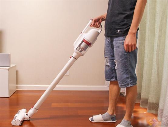 这么方便的吸尘器还不心动吗?手持吸尘器哪个牌子好?